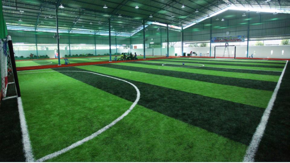 Lapangan Futsal dengan Rumput Sintetis