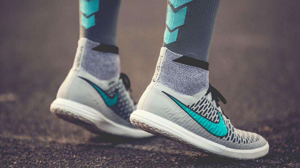 Sepatu yang sesuai akan memaksimalkan kemampuan bermain futsal anda